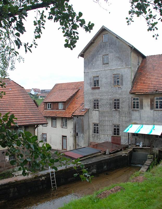 Auch wenn die Altmühle in die Jahre gekommen ist: Ein eindrucksvoller Anblick ist das Gebäude bis heute.